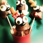 Reindeer Cake Pops- Chocolate Dipped Holiday Goodness- #Recipe