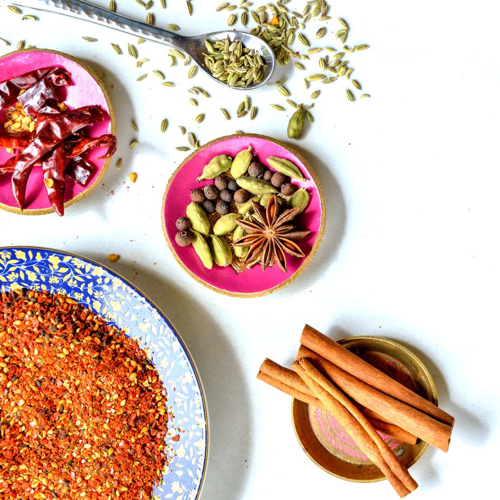 rawspicebar-spices